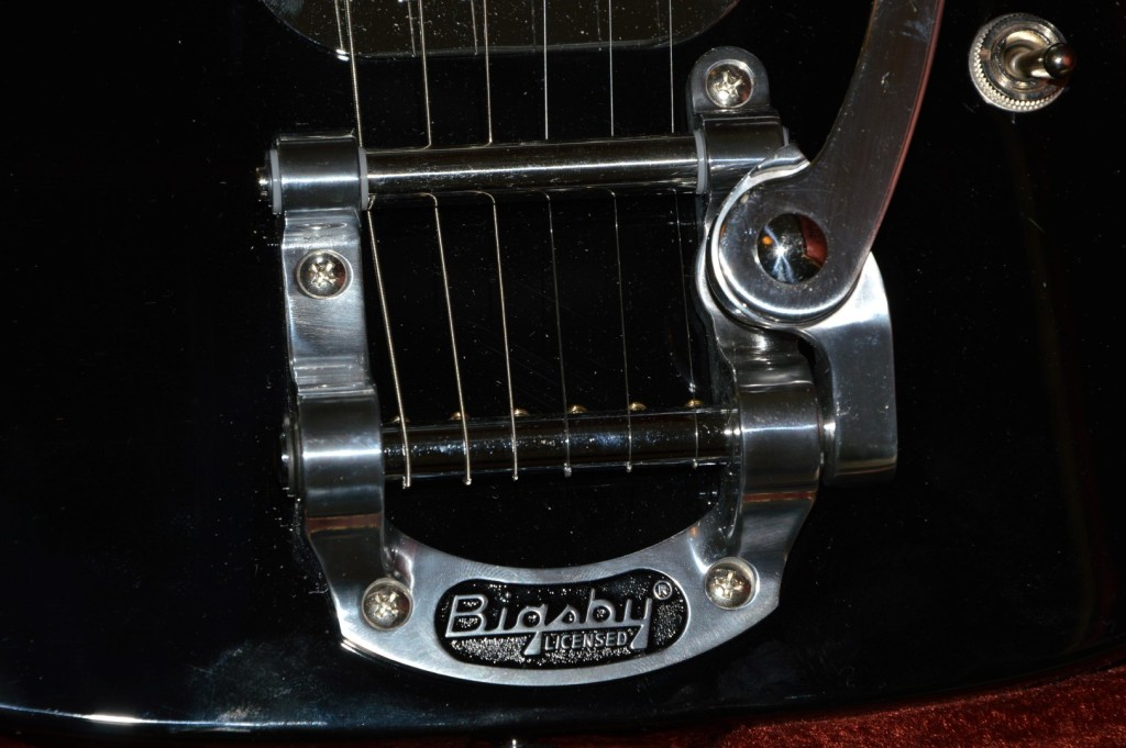 Squier Vintage Modified Cabronita Telecaster Bigsby Black review Tremelo