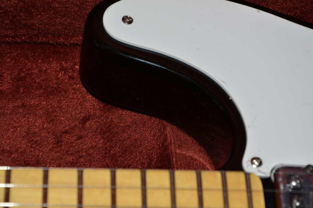 Squier Vintage Modified Cabronita Telecaster Bigsby Black review Hot Rod Pick guard